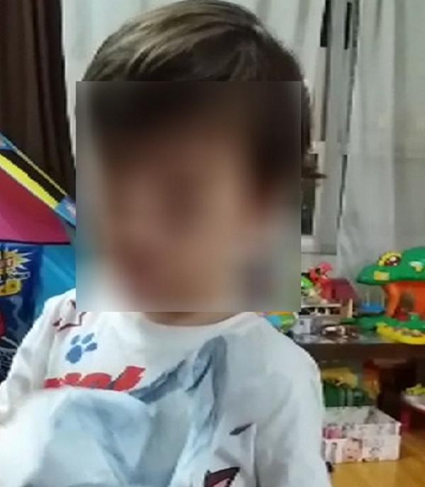 """Niño catalán a su madre: """"Me tengo que cortar el pelo porque me parezco a «el Puigdemont»"""""""