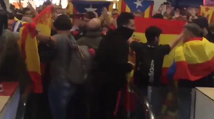 Banderas y Vivas España persiguen a imputados diputados sediciosos rebeldes que viajan a Madrid