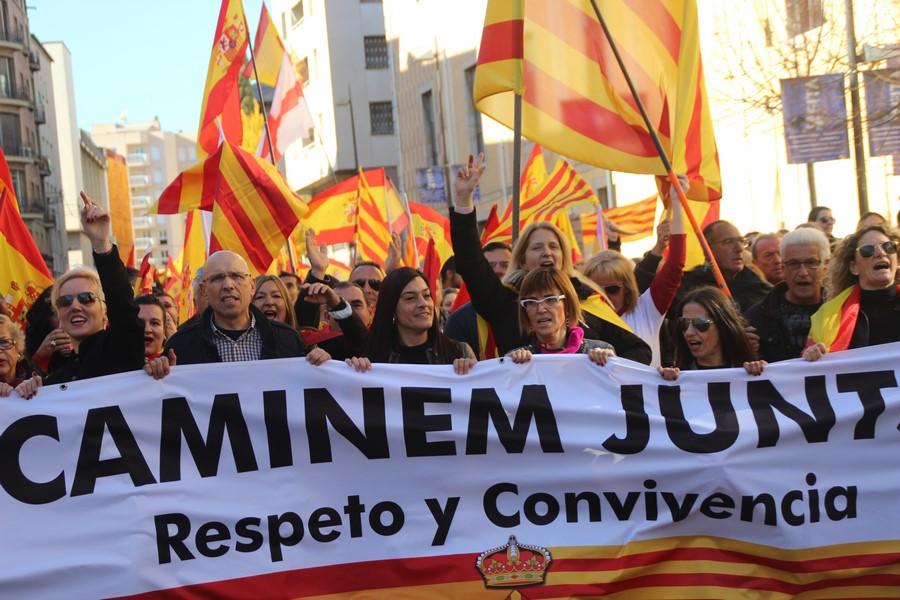 """Más de 10 mil catalanes claman """"Gerona española y viva España"""" bailando en las calles de Gerona"""