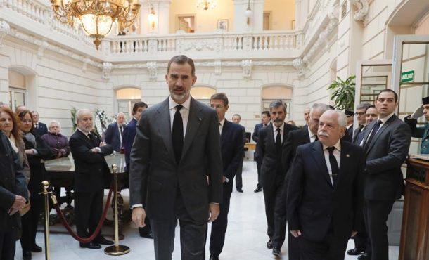 España despide a su hijo, el fiscal José Manuel Maza