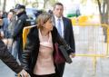 """Forcadell llega al Tribunal ante """"fascistas a prisión"""" y """"no nos engañan, Cataluña es España"""""""