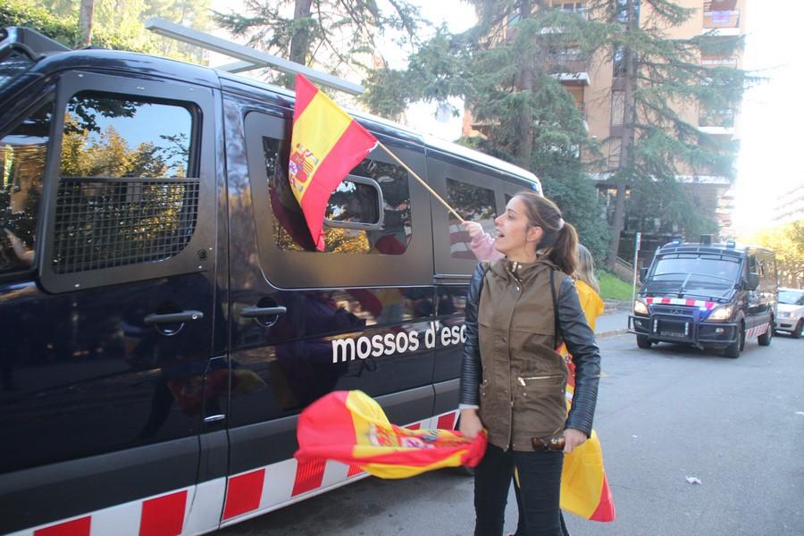 """4 Mil catalanes claman contra el invasor separatista en Manresa cantando """"soy español"""""""
