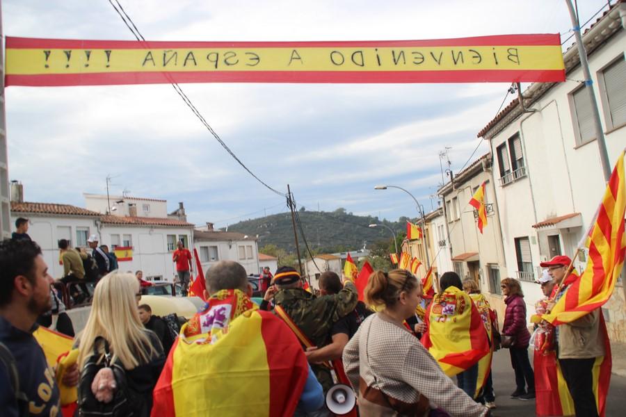 """Llaman a ir con """"banderas de España"""" en Mataró el 16-N porque """"ser español es un honor"""""""