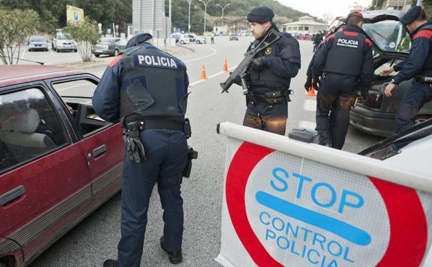 """Guardia Civil y Mozos detienen a tiros a un marroquí que grita """"Ala es grande"""" en Junquera (Gerona)"""