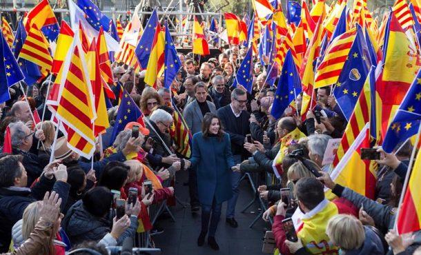 """Arrimadas: """"Ir a votar con esperanza porque Cataluña"""" ganará al separatismo el 21-D"""