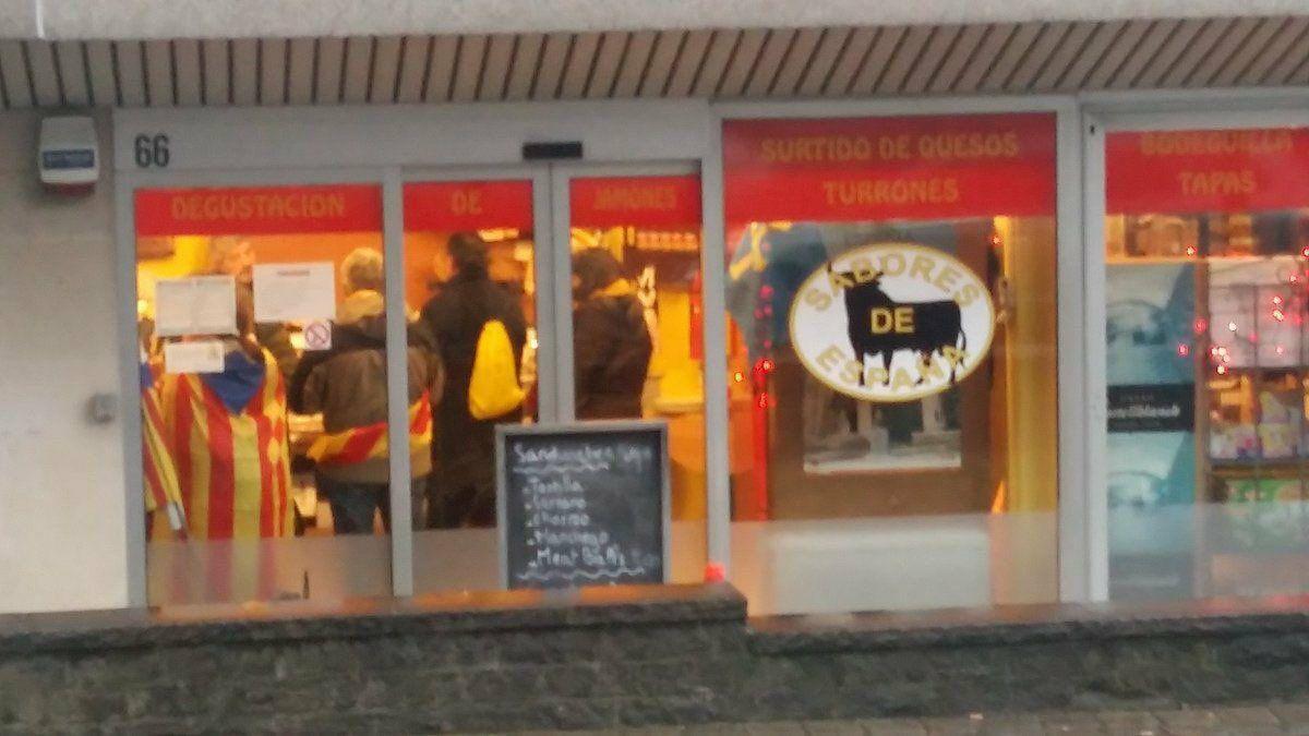 Separatistas comiendo en un restaurante español en Bélgica después de su circo de Bruselas