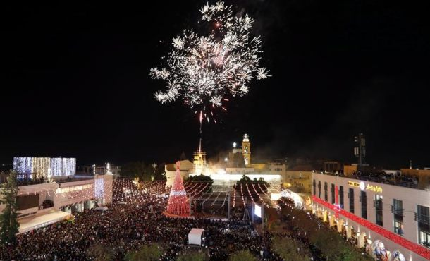 Dan la bienvenida a la Navidad en Belén (Cisjordania) Palestina