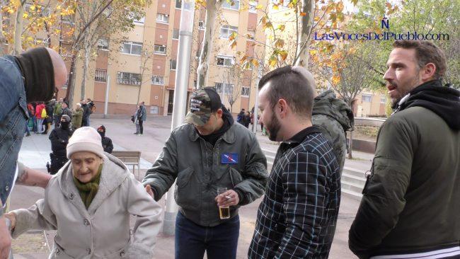 """Anciana catalana de 78 años """"defiende España con espíritu y corazón"""" ante antifascistas separatistas"""