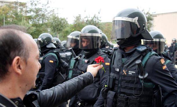 Investigado el profesorado en Cataluña por comentarios contra la Guardia Civil tras el 1-O