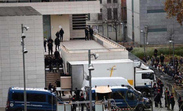 El Sigena, robado por el separatismo, sale de Lérida en camión con destino a Huesca (Aragón)