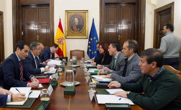 Rajoy garantiza equiparaci n salarial de polic as y for Declaraciones del ministro del interior hoy