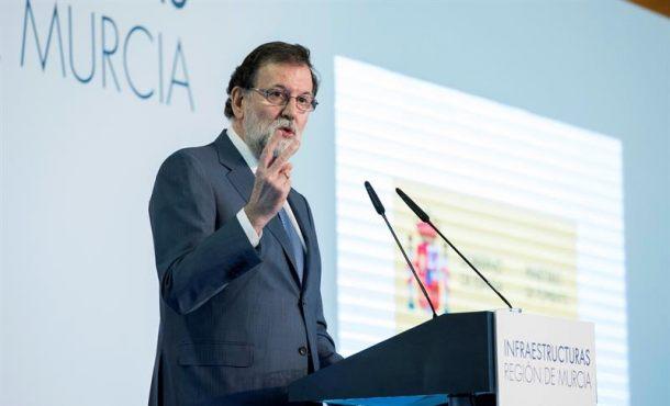 Rajoy, sin referirse a la situación en Cataluña: Seguiré defendiendo la ley