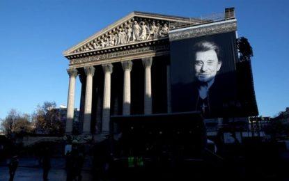 Homenaje multitudinario en París a Johnny Hallyday