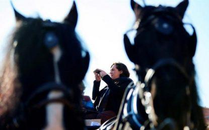 Ada Colau pide que Puigdemont vuelva a España