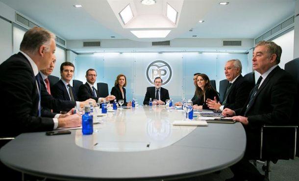 Rajoy se reúne hoy con líderes regionales ante el desastre del PP