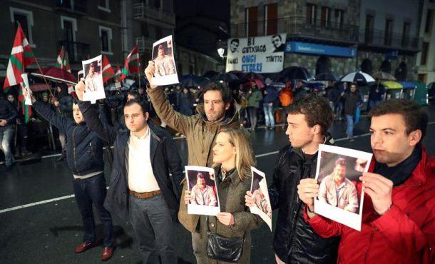 Investigan el homenaje a 2 terroristas de ETA asesinos del policía Joseba Pagazaurtundua