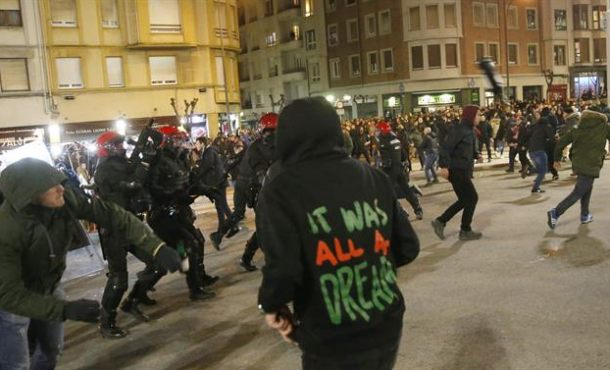 Fallece un policía autonómico vasco durante enfrentamientos de hinchas del Athletic