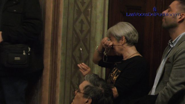 Una catalana no puede más y estalla en lágrimas por el daño de República fascista