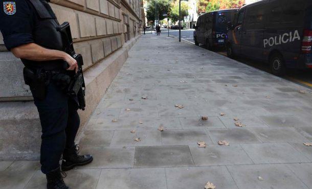 Un juez catalán imputa a héroes que salvaron la democracia el 1-O ante traición de los Mozos