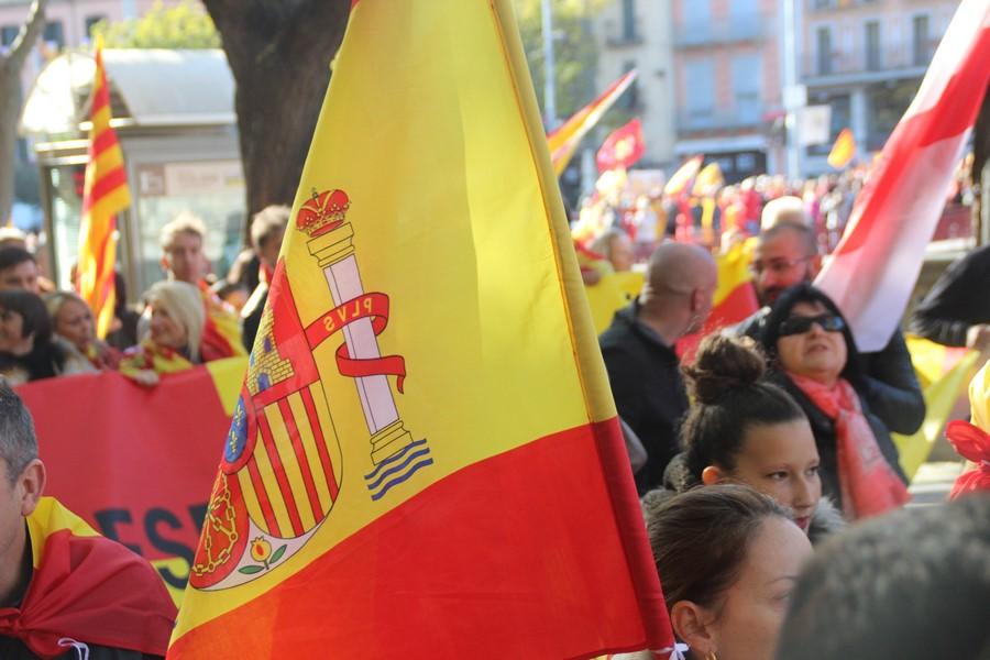 El orgullo español asciende al 53,9 % y se hunde la república amarilla al 40,8%