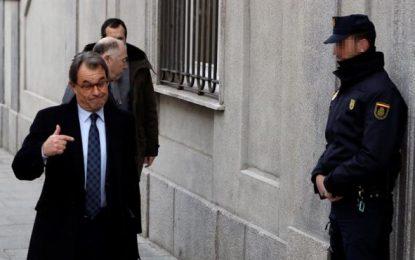 Artur Mas se va de rositas tras rechazar el golpe amarillo ante el juez