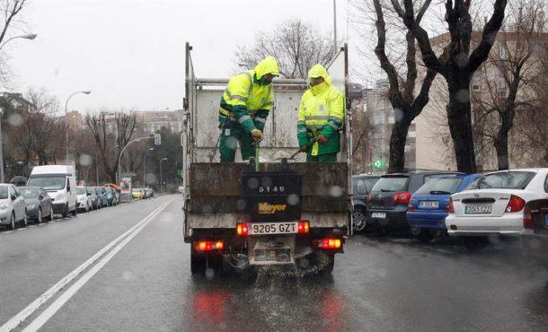 Más de 300 carreteras y puertos afectados por el temporal en España