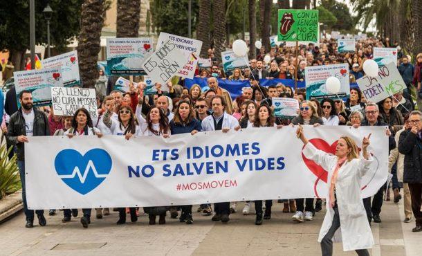 """Miles de personas en Palma: ¡Fuera el catalán de la Sanidad!, el catalán """"no salvan vidas"""""""