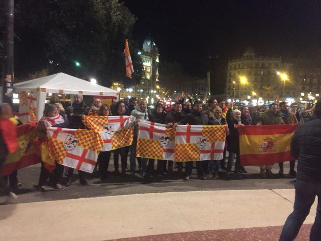 """Recuperan la Pl. de Cataluña bailando con """"Vivas España y Tabarnia"""" en Barcelona"""