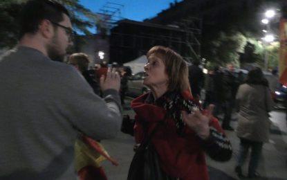 Mira como hacen chicas y mujeres catalanas con ovarios bien puestos ante golpistas