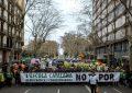8 mil separatistas y aliados apoyan la tortura de niños hispanos en aulas de Cataluña