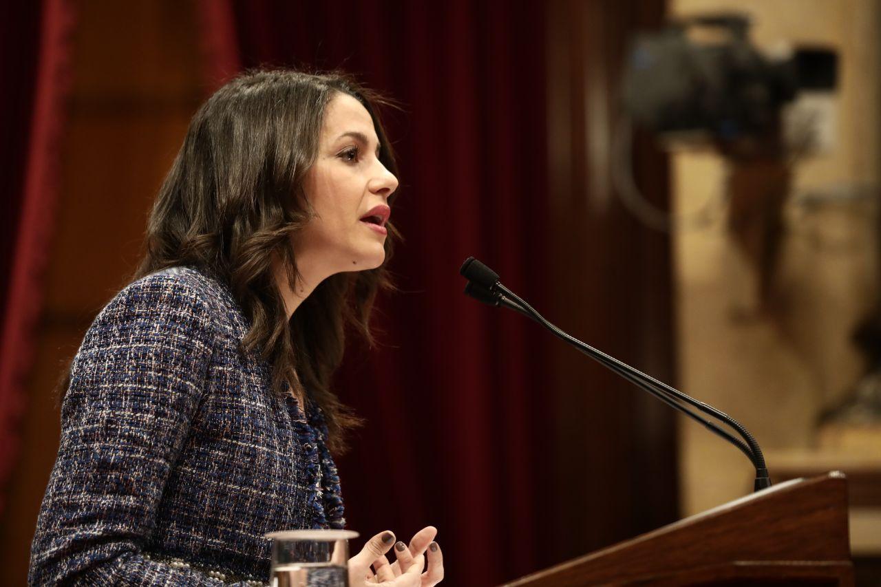 """Arrimadas a Turull: """"No alargue más la novela del 'procés' que tanto daño hece a Cataluña"""""""