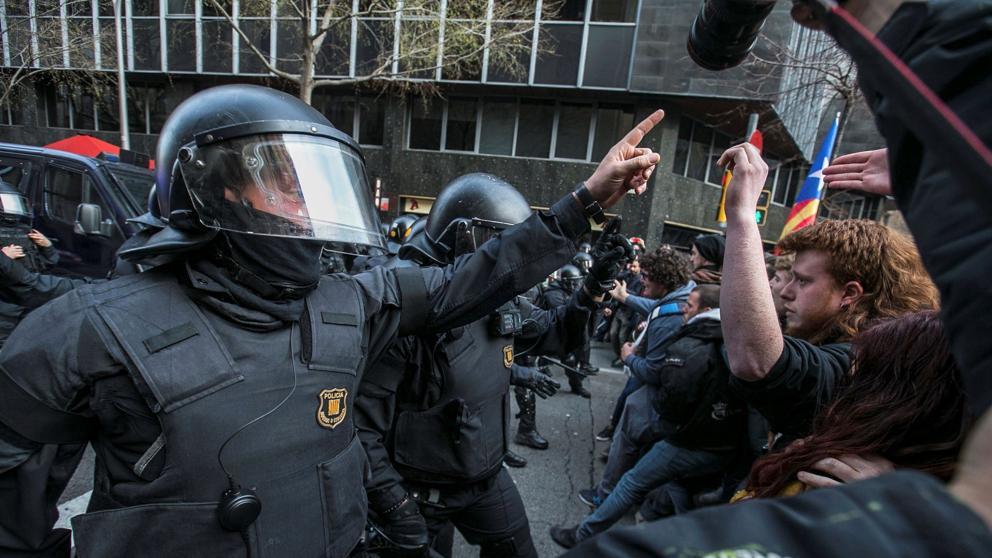 Los Mozos legales investigan al mozo separatista identificado en protestas separatistas