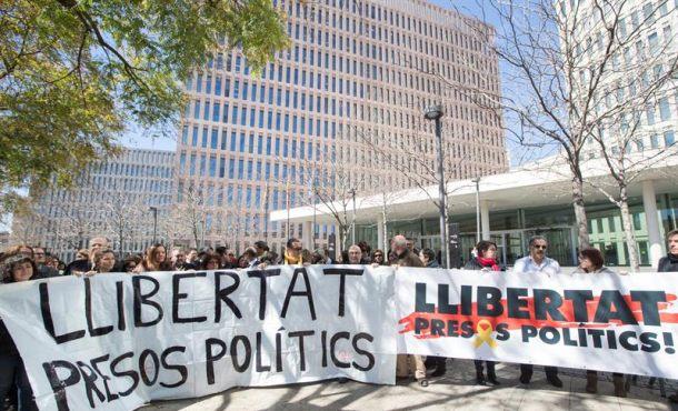 Abogados separatistas con la ilegalidad y el golpismo