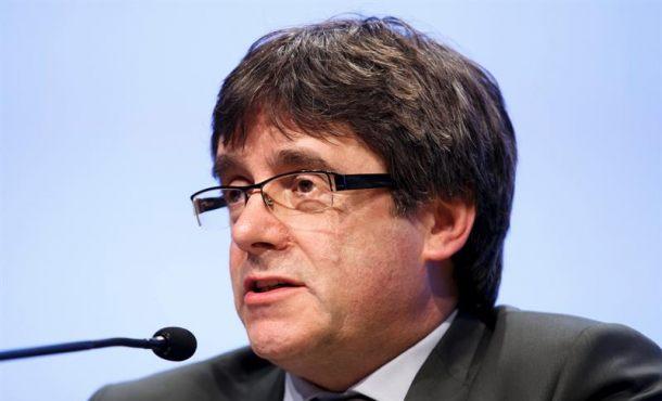 Puigdemont exige que los españoles le paguen además del sueldo, dietas y los retrasos