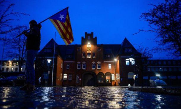 Puigdemont pasará de «detenido provisional» a «detenido por extradición» en 10 días