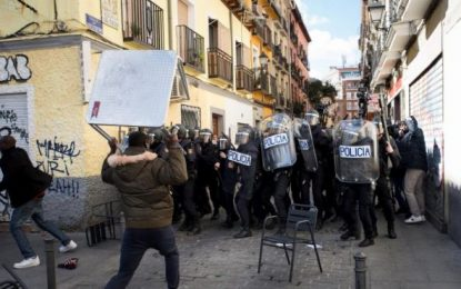 2.500 personas se manifestaron en Lavapiés en protesta por la muerte del mantero