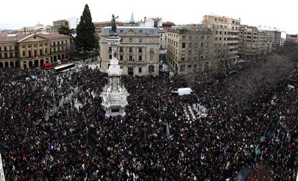 Las mujeres inundan las calles de España por la igualdad salarial con el hombre