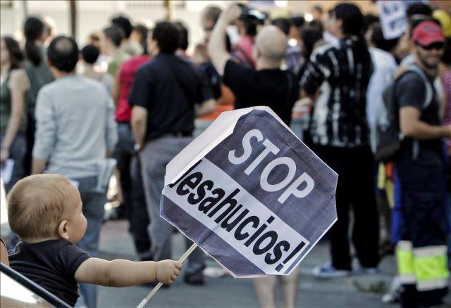 La Justicia española pide a los jueces proteger a los niños en los desahucios