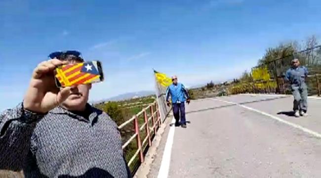 CDR se echa a correr asustado ante una mujer española de «Groc Enlloc» en Argensola