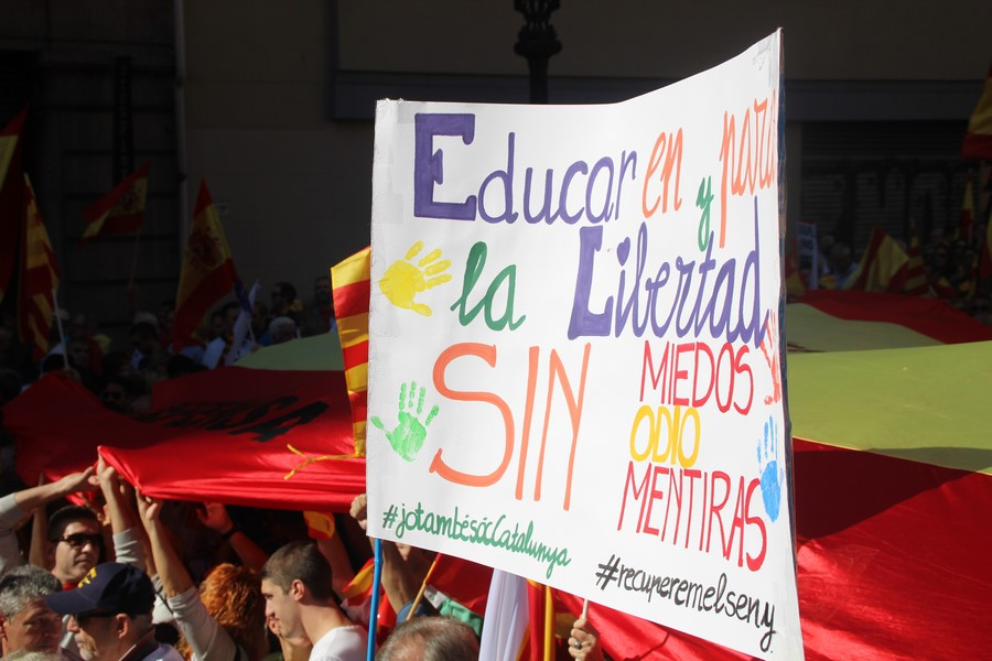 """Convocan contra """"adoctrinamiento escolar"""" el lunes 16-A en Barcelona"""
