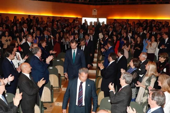 """El Rey respalda a los jueces, """"garantía y factor esencial del respeto de la Ley"""" en Cataluña"""