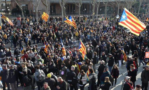 Detenidos violentos republicanos por el rechazo a la investidura de Puigdemont