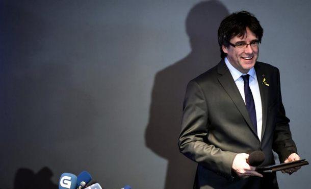"""Puigdemont: """"¿España tiene proyecto para Cataluña? la independencia es nuestra propuesta"""""""