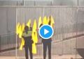 Imágenes exclusivas de los Mozos de Escuadra arrancando lazos amarillos en Bagá (Barcelona)