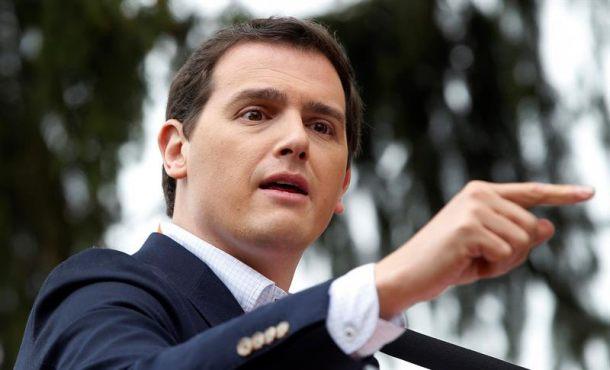 """Rivera: """"El boca a boca a Rajoy se lo haces tú (PSOE) amparando el hedor insoportable de su corrupción"""""""