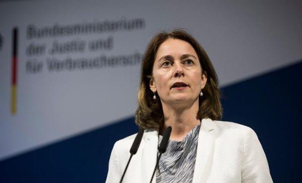La anti-española ministra alemana modera su discurso sobre extradición de Puigdemont