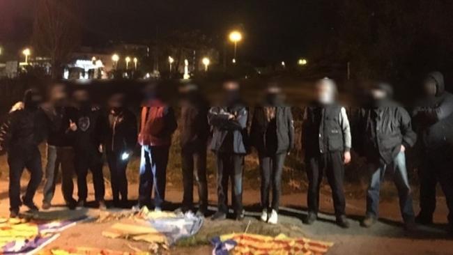 Un español trepa mástiles y arranca Estrellada independentista en el Maresme (Barcelona)