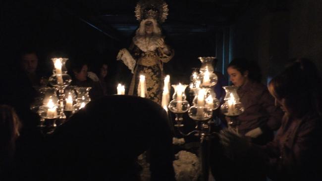 """La Virgen vuelve a """"su casa"""" entre honores de La Legión en Palafolls"""