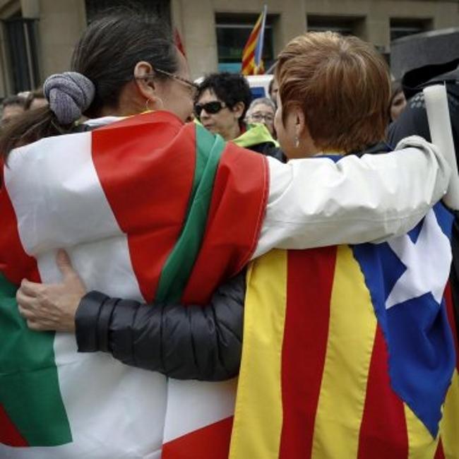 """Renegados catalanes y vascos juntos en Pamplona por la """"República Vasca"""""""