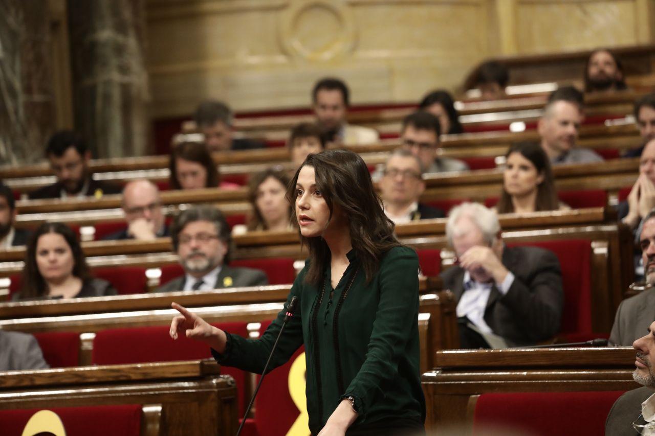 """Arrimadas: """"Ante la inacción de Rajoy"""" recurriremos """"al TC el voto de Puigdemont y Comín"""""""